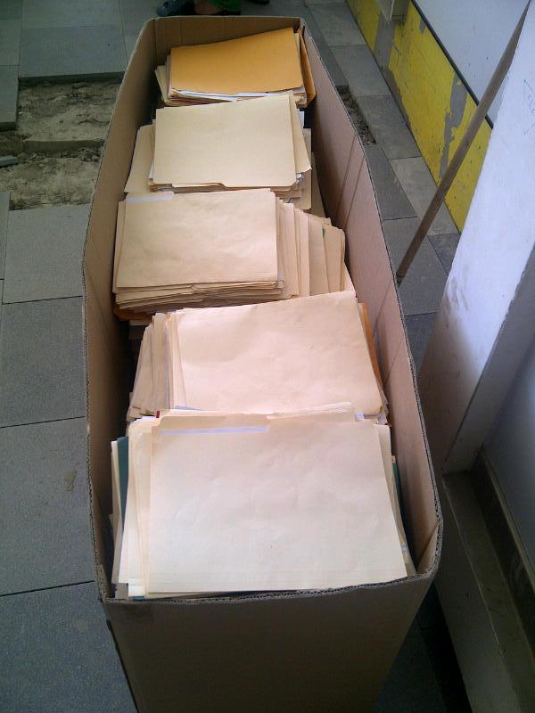 Caja de curriculums depositados en Agora Mall