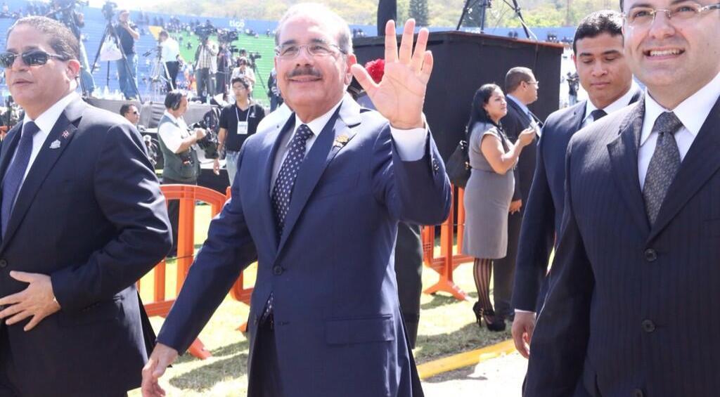 El presidente Danilo Medina a su salida de Tegucigalpa, tras el cambio de mando. Fuente: @PresidenciaRD
