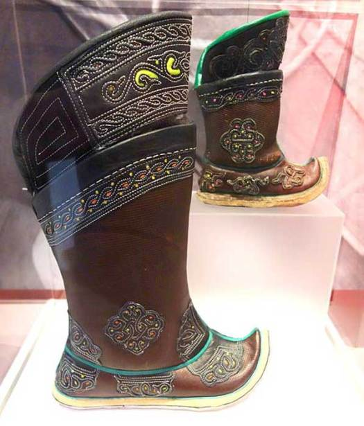 Mongolian boot style, for a child and adult.