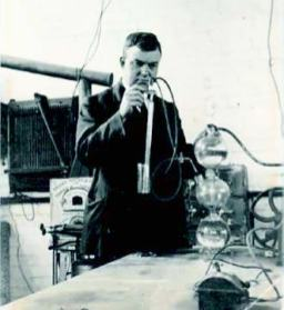 Figure 4. P F Thompson experimenting, circa 1920s, Melbourne University (courtesy of Graham Thompson).