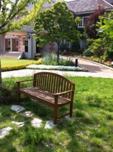 小休憩できるベンチ。