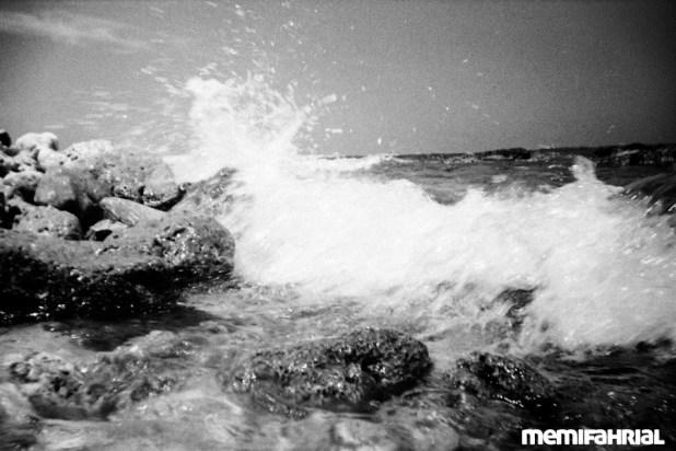 Ombak yang menyapa di Pulau Gosong atau dikenal pulau Bidadari