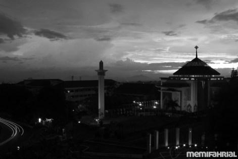 Mesjid ini yang katanya mesjid kampus yang terbesar se-Asia Tenggara