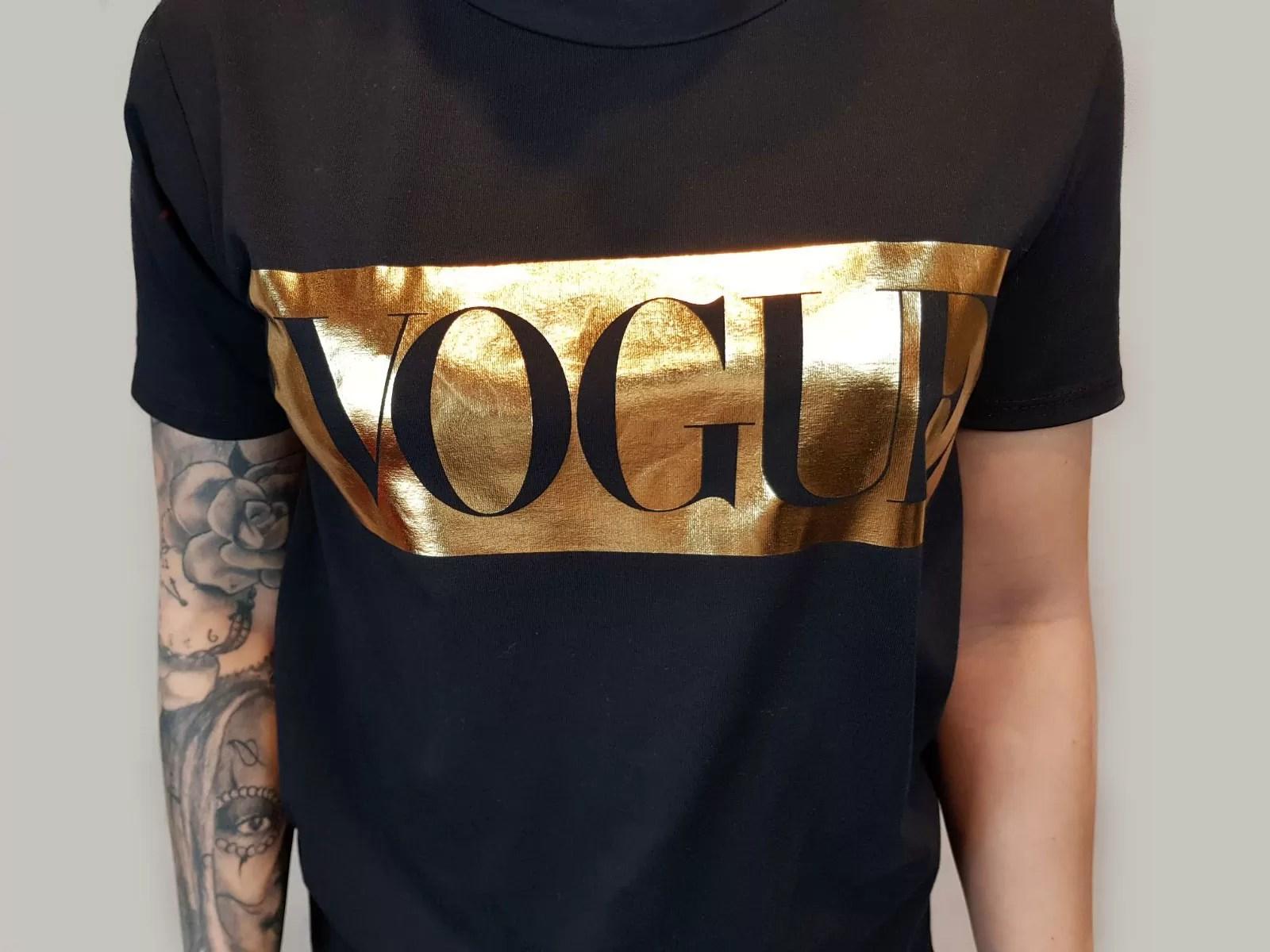 Vogue Trui Kopen.T Shirt Met Vogue Er Op Dames Tops Kopen Memode Eu