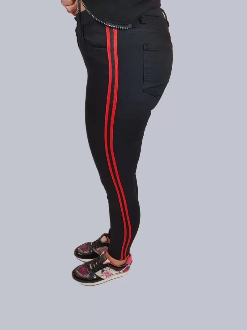 7 Zwarte Strech Broek Met Rode Streep