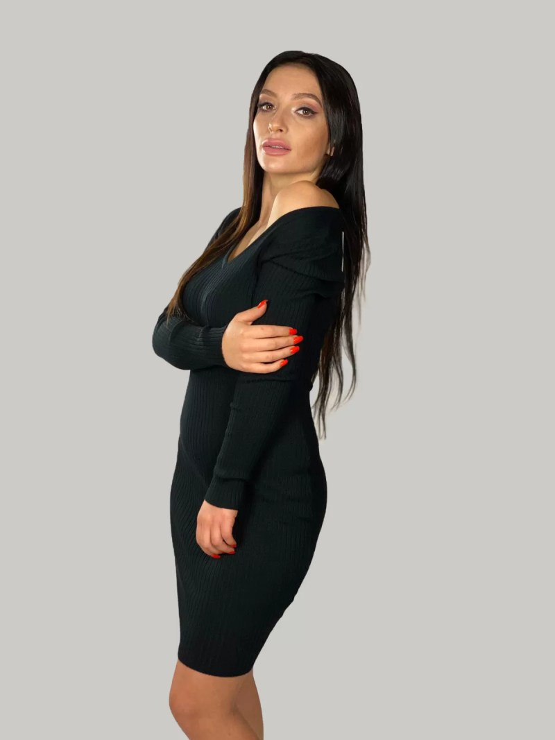 Gebreide-jurk-met-V-hals
