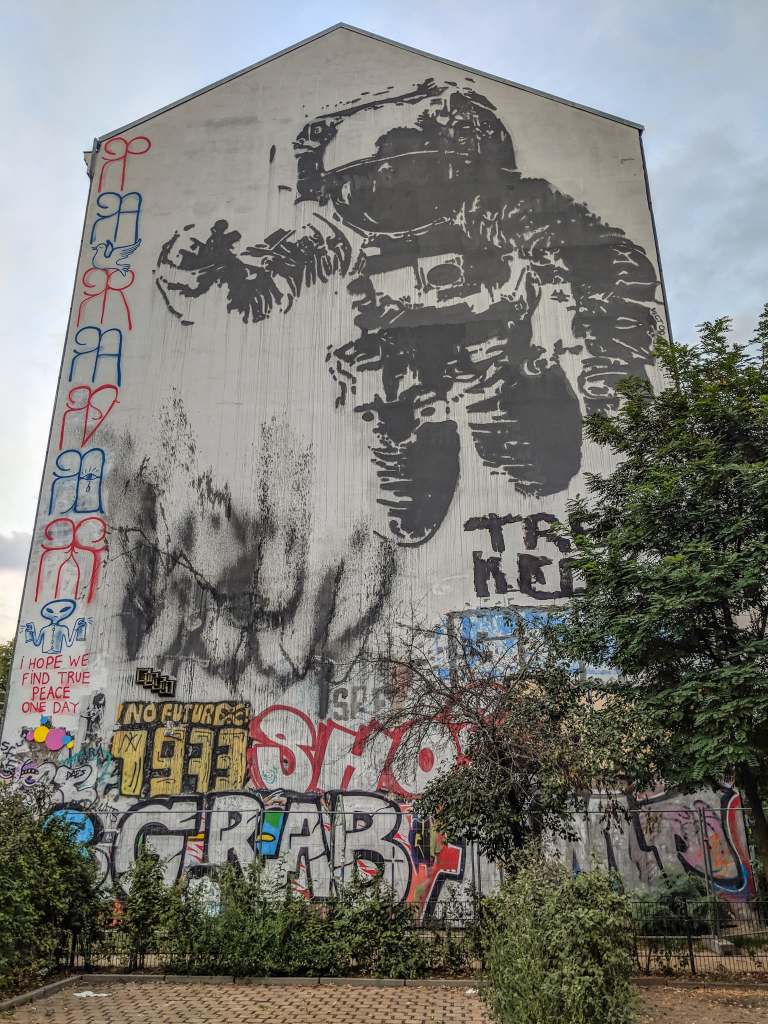 street art berlin-itineraire-kreuzberg-astronauste-cosmonaute