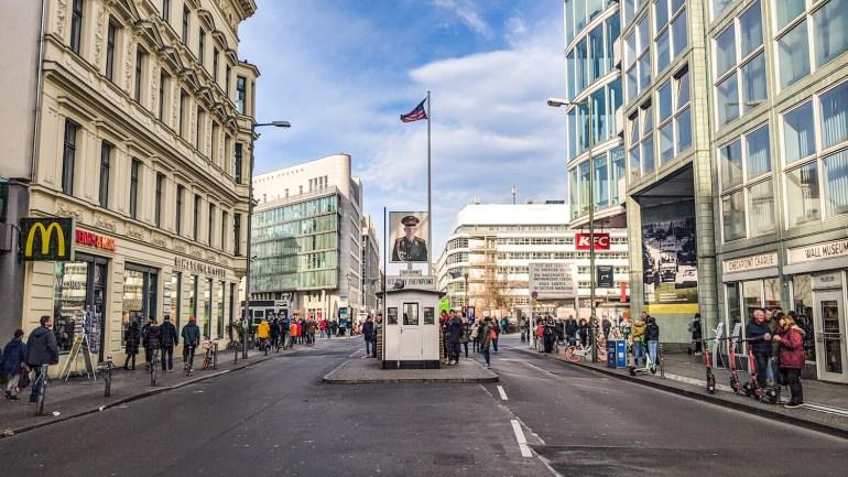 La cabane de Checkpoint Charlie à Berlin