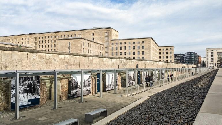 L'extérieur de la Topographie de la Terreur à Berlin