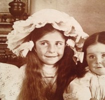 à 7 ans avec sa soeur