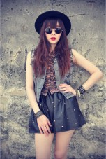 forever-21-hat-shirt-round-sunglasses-leather-skirt_400