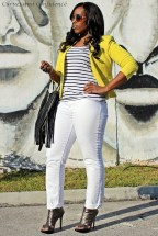 Yellow blazer, white levis curve id jeans, curvy girl wearing white jeans, white jeans in the winter, black white and yellow casual outfit, low budget casual outfit, miami street style, miami fashion blogger