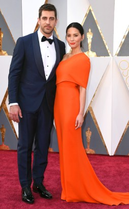rs_634x1024-160228162835-634.Aaron-Rodgers-Olivia-Munn-Academy-Awards-Arrivals-ms.022816
