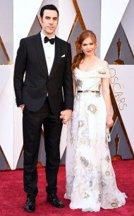 rs_634x1024-160228164659-634.Sacha-Baron-Cohen-Isla-Fisher-Academy-Awards-Arrivals-ms.022816