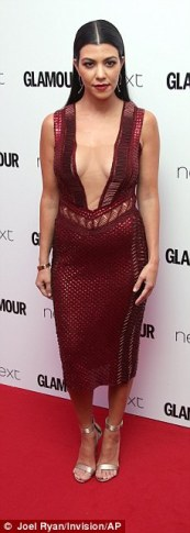 3506A7CC00000578-3629952-Fellow_party_goers_Former_X_Factor_host_Caroline_Flack_and_This_-a-15_1465337842058