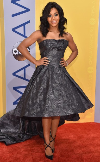 rs_634x1024-161102161954-634-gabby-douglas-cma-awards