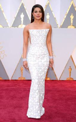 rs_634x1024-170226163810-634-academy-awards-oscars-2017-arrivals-priyanka-chopra