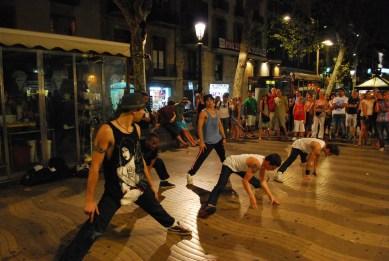 Street performers at La Rambla