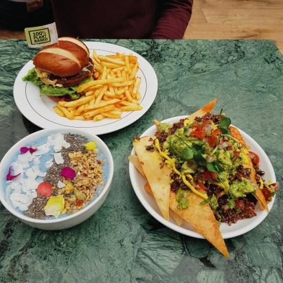 Kalifornia Kitchen review @ Market Hall Fulham. 100% Vegan Restaurant, SW London, Fulham. Vegan moving mountains burger, smoothie bowl & Vegan nachos in west London