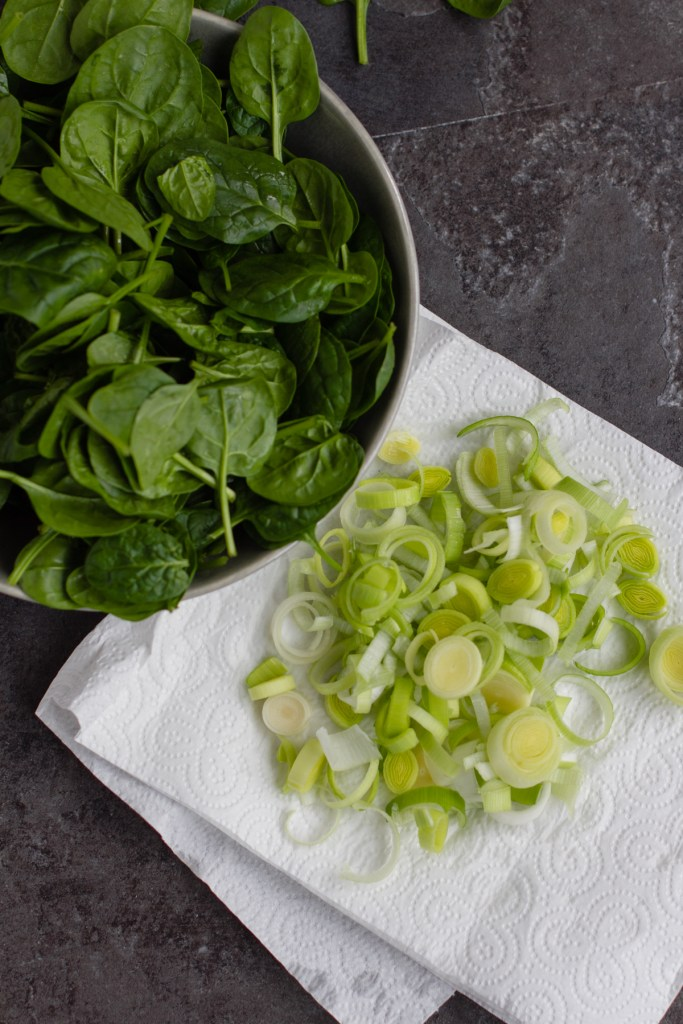 spinach leaves and chopped leek
