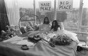 """John and Yoko – The famous """"Bed-in for peace"""" in Amsterdam"""