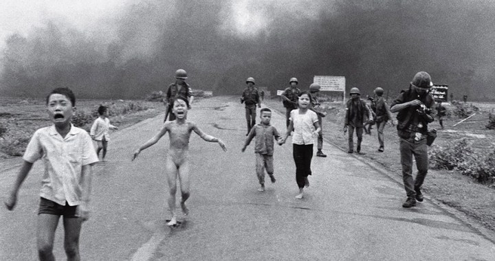 """""""Napalm Girl"""" – Bombs hits the soul and body of a girl in Trảng Bàng"""