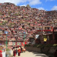Larung Gar Town - The place of religion and peace in Larung Gar