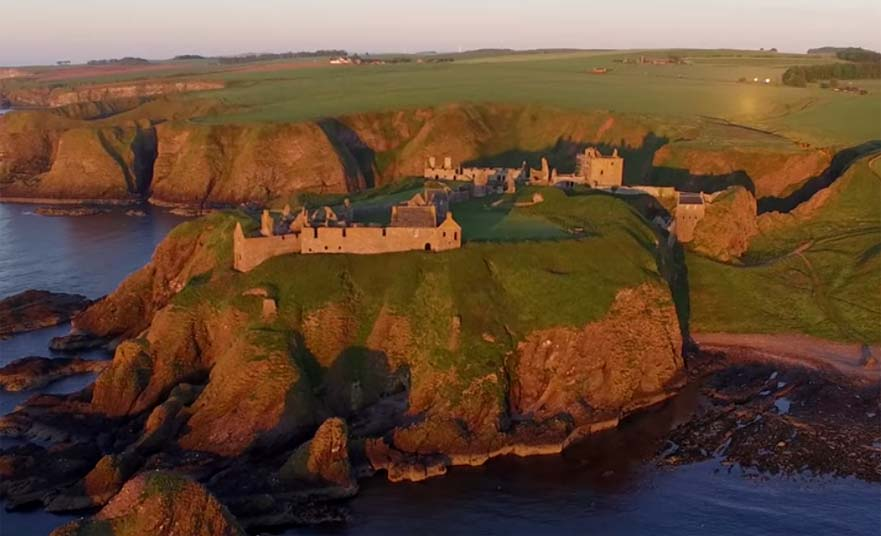Dunnottar Castle – The fort on the shelving slope in Stonehaven