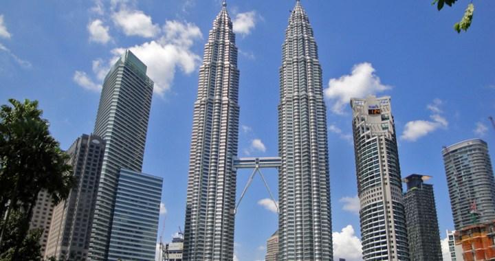 Menara Berkembar Petronas – The world's tallest twin towers in Kuala Lumpur