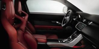 La expresión más pura del diseño y del concepto del Range Rover Evoque. Interiores en piel y tela en una gama de tres combinaciones de colores que realzan los perfiles minimalistas de la arquitectura de la cabina.