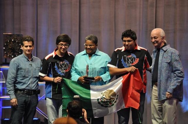 Equipos mexicanos con asesoría de GM de México, premiados en  FIRST