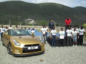 Foto 1_Nissan GTR Oro se entraga a Usain Bolt_f