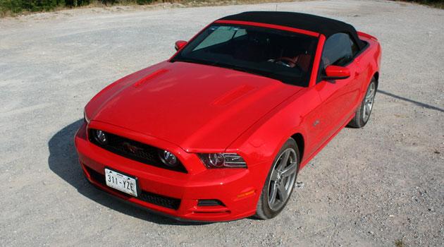 Mustang GT convertible 2013, como cabalgar al aire libre