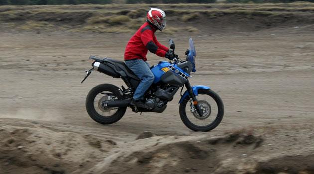 Yamaha Tenere 660 de aventura en la ciudad o terracería