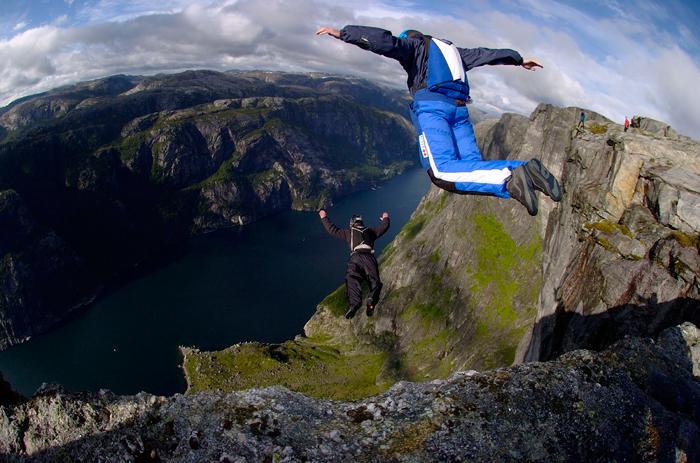 #MartesDeMachine – ¡Base Jumping!
