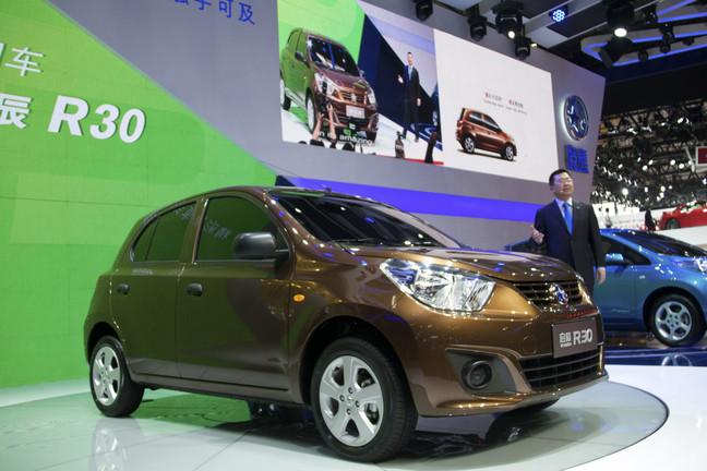 Nissan Dongfeng y Venucia van con todo en China