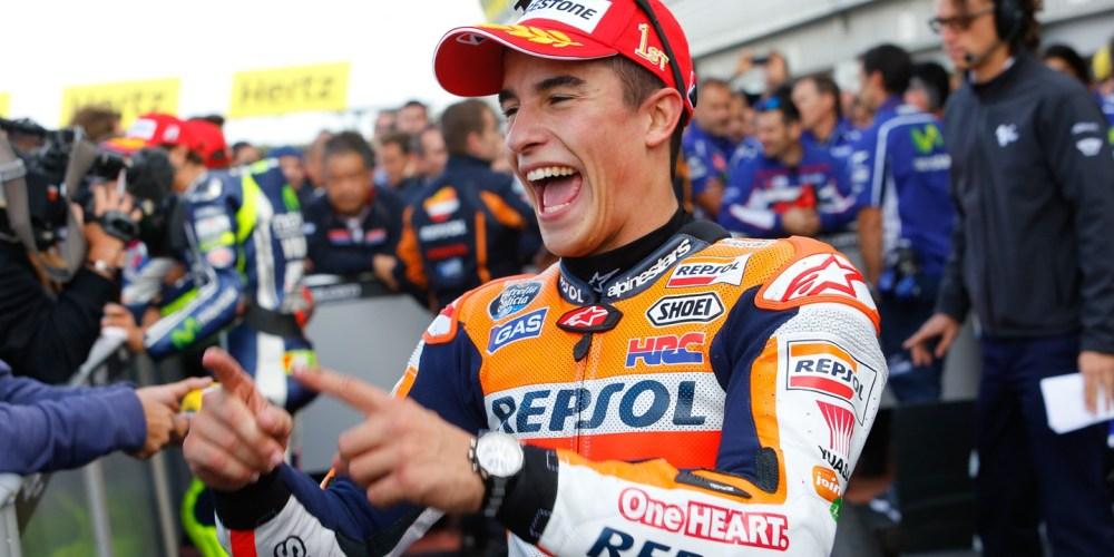 Márquez suma la undécima del año en Silverstone tras un duelo con Lorenzo