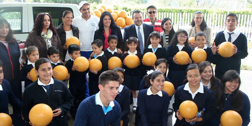 General Motors y One World Futbol donan mil 600 balones prácticamente indestructibles