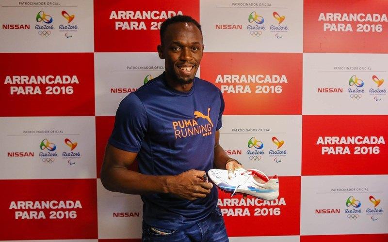 Usain Bolt dona zapatos deportivos a Nissan Brasil para subasta de caridad