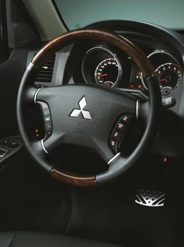 Los botones al volante facilitan el acceso a los sistemas de comunicación e infoentretenimiento.