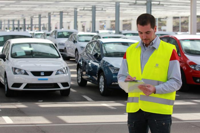 ¿Cómo lleva SEAT dos mil autos a 75 países en un día?