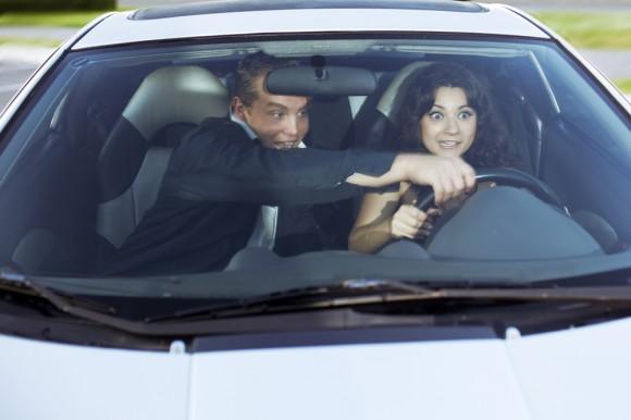 Cinco errores más comunes de las mujeres al manejar
