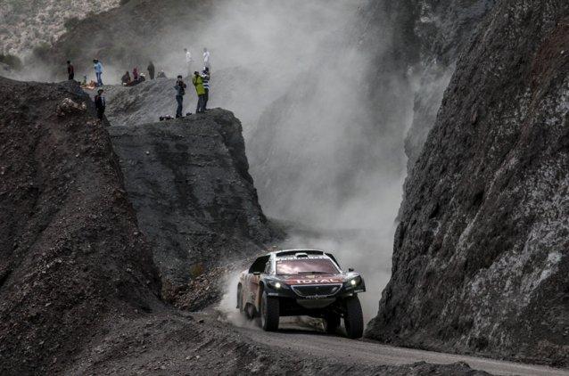 Sébastien Loeb y Peugeot no bajan el ritmo