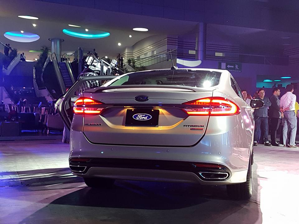 Ford-Fusion-2016-2017