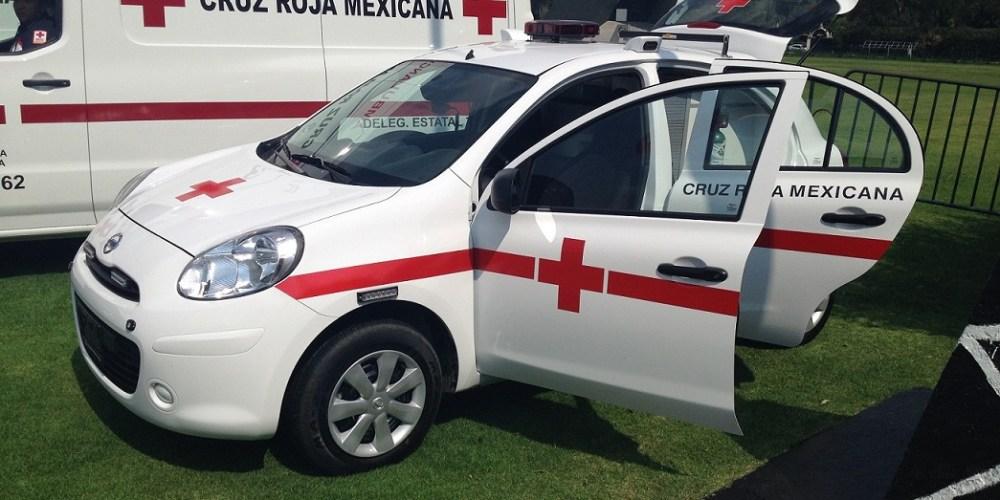 Nissan March con la Cruz Roja