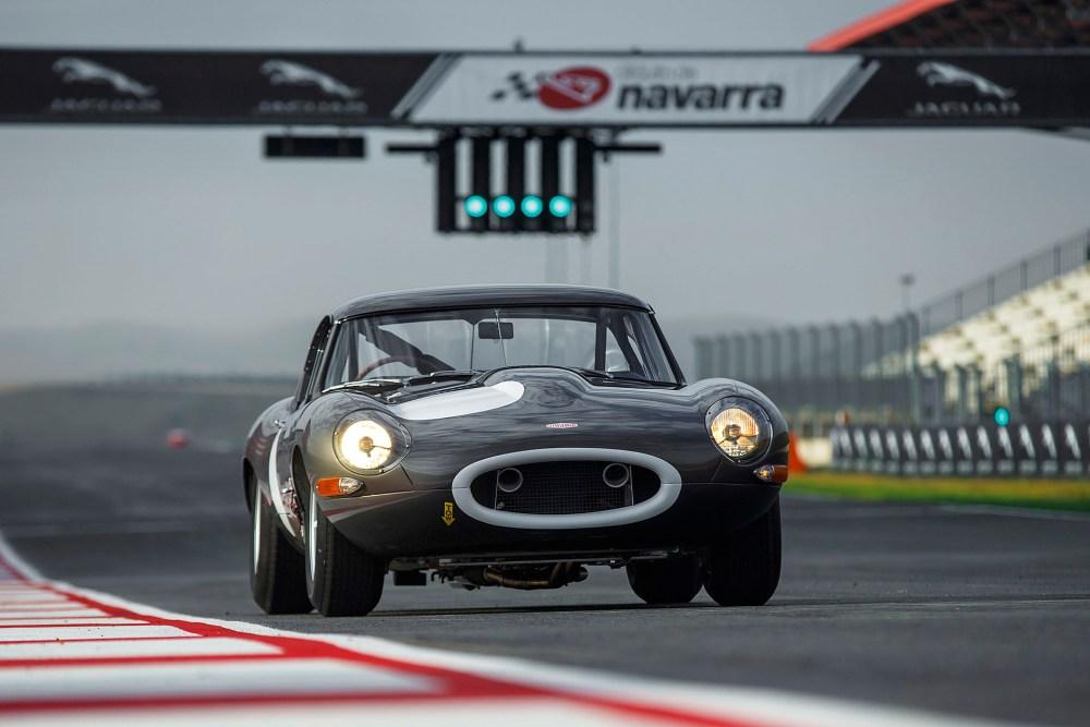 10-jaguar-continuation-lightweight-e-type-1