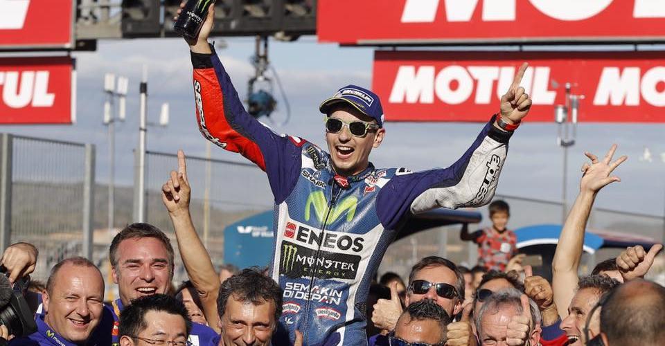 Lorenzo se despide a lo grande con victoria para Yamaha