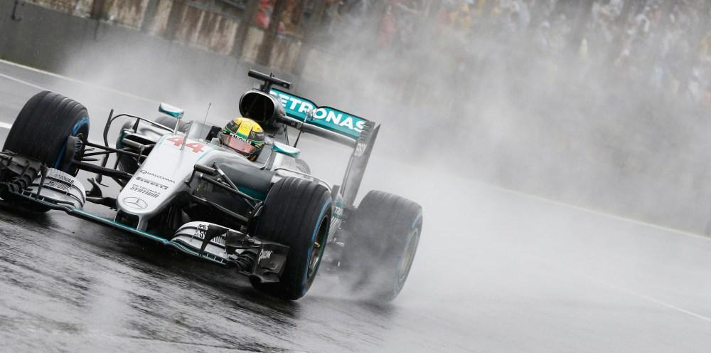 Hamilton gana una caótica carrera en Brasil