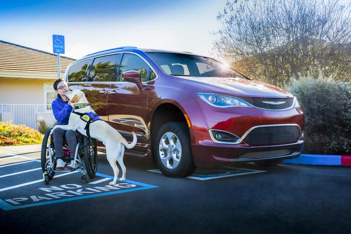 Chrysler Pacifica y BrauAbility 5