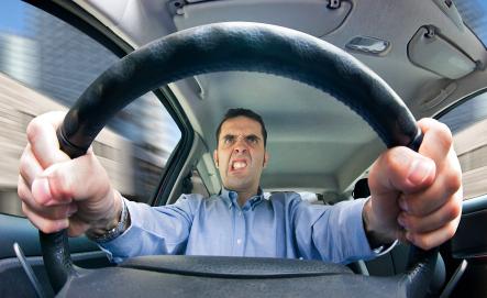 Actitudes que te hacen ser un pésimo conductor y no sabías